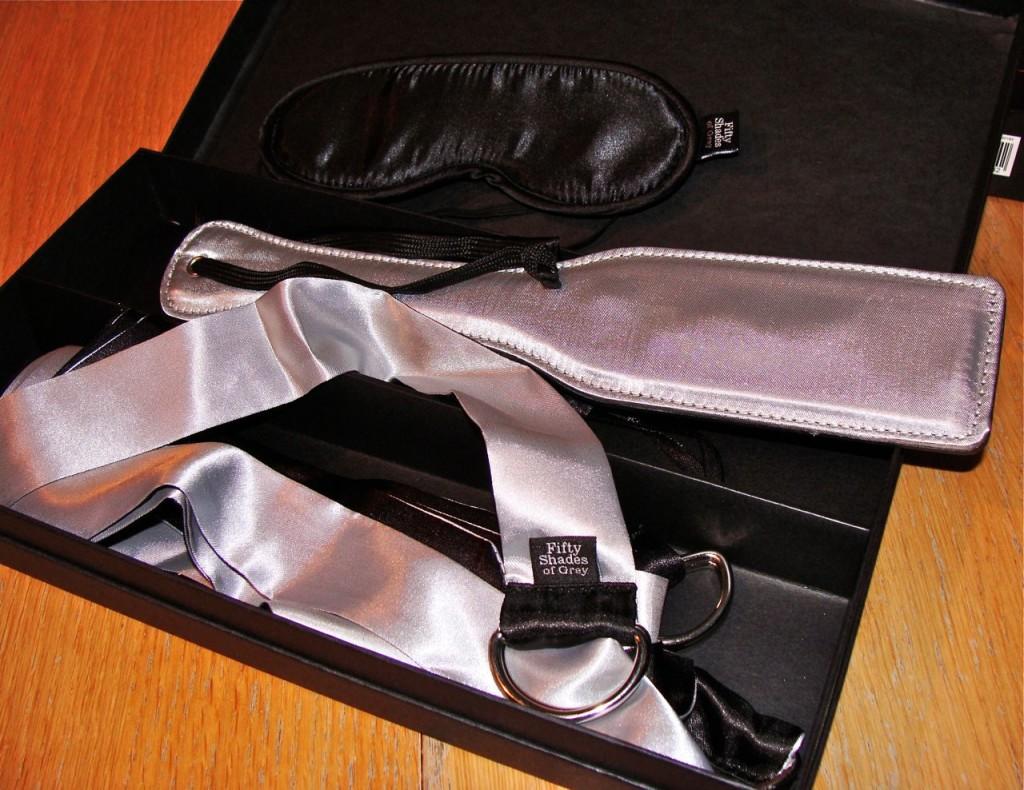 Fifty-Shades-Grey-Beginners-Bondage-Kit-2